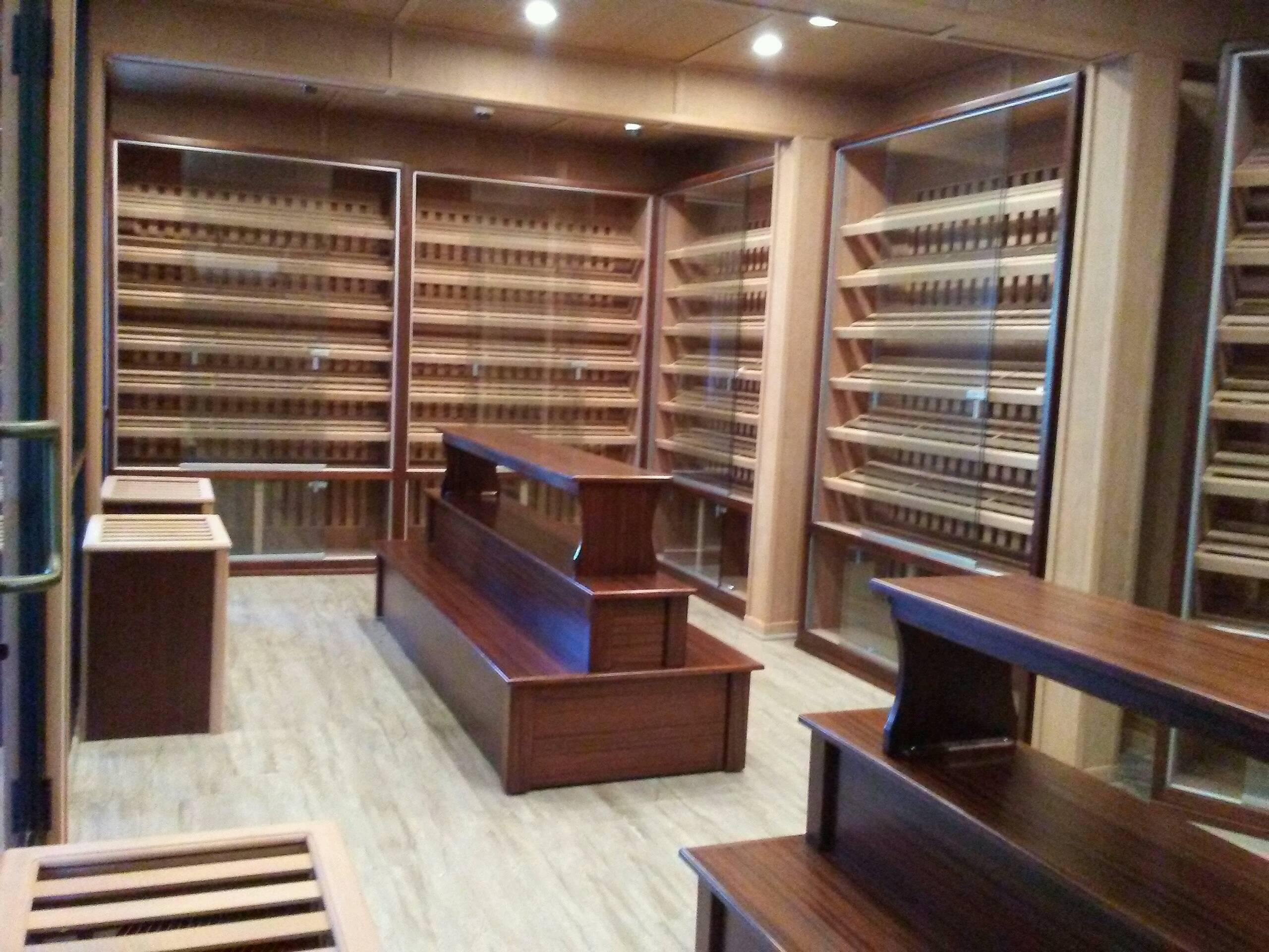 Davidus Cigars – Walk In Humidor w/ Ventilated Wall Humidors