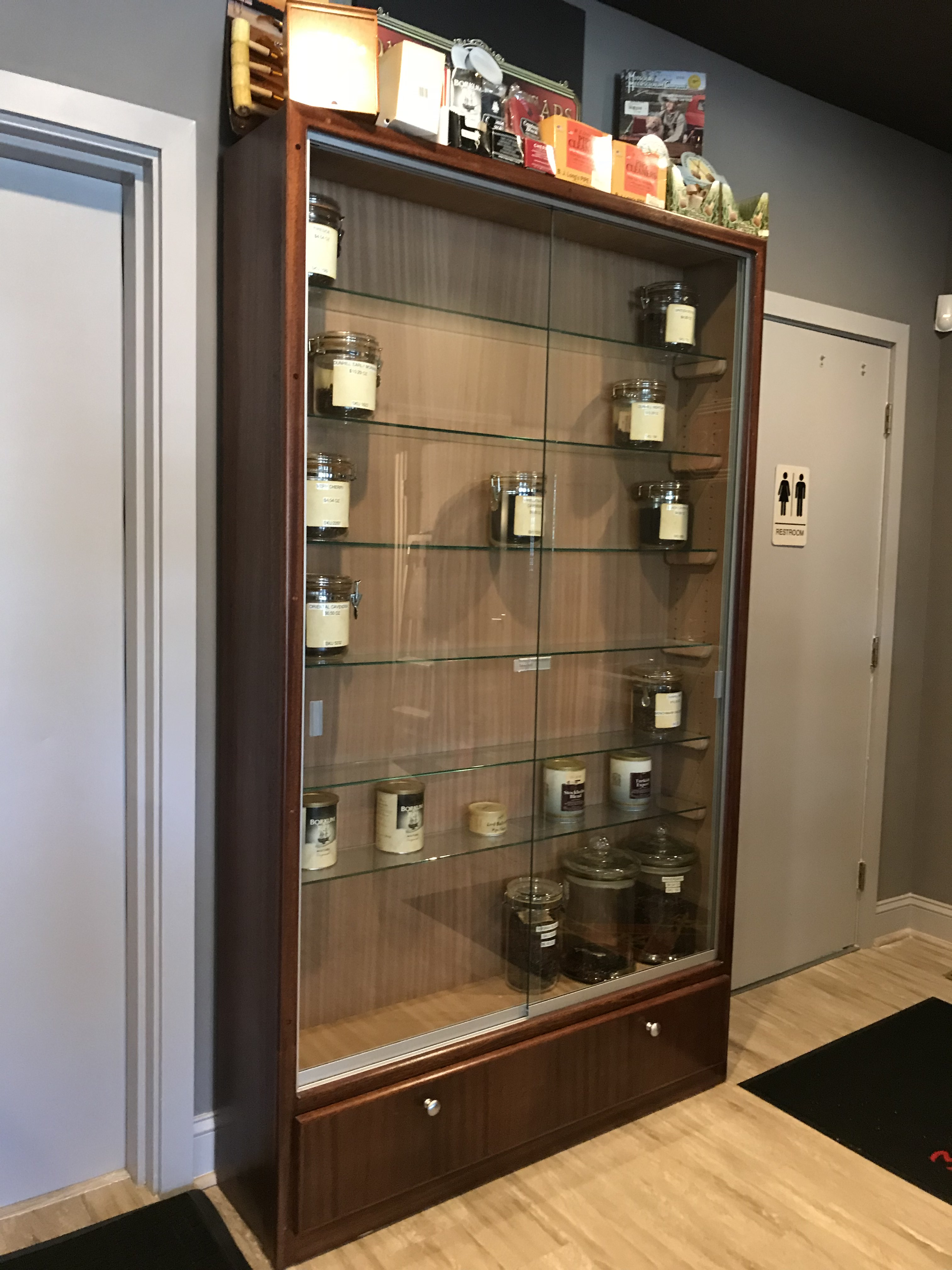 Davidus – Custom Wall Pipe Tobacco Display