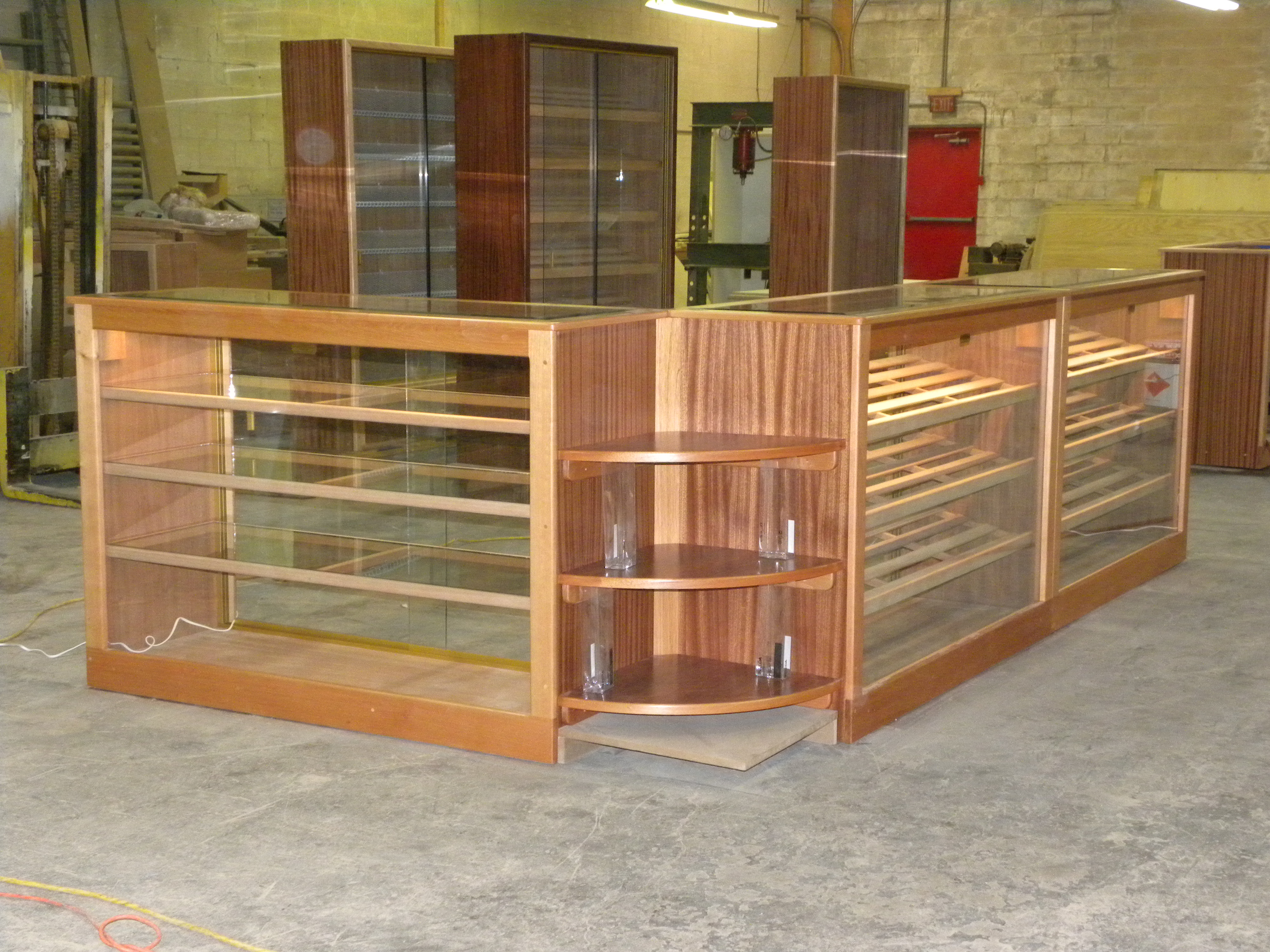 L Shape Counter Showcase & Humidors